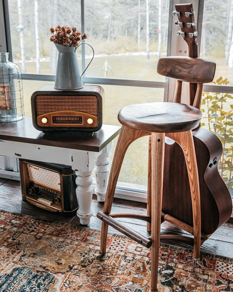 the performing stool