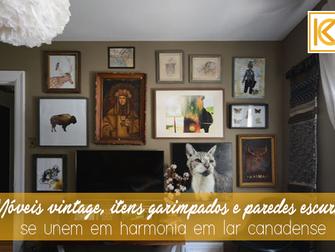 Móveis vintage, itens garimpados e paredes escuras se unem em harmonia em lar canadense