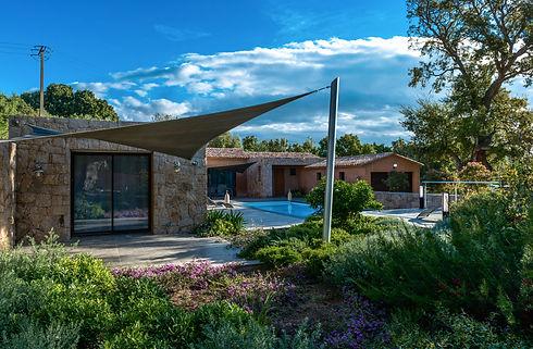 Vue sur la maison piscine chambre du fon