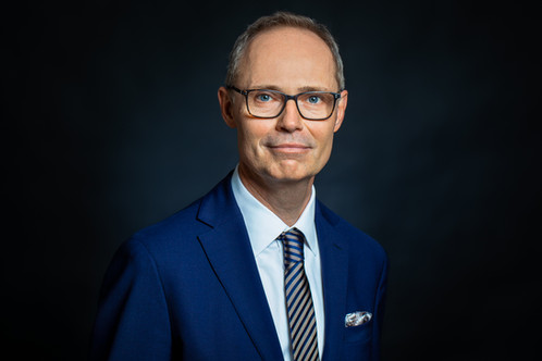 Herr Neubauer,_Businessfotos-4 avant Loo