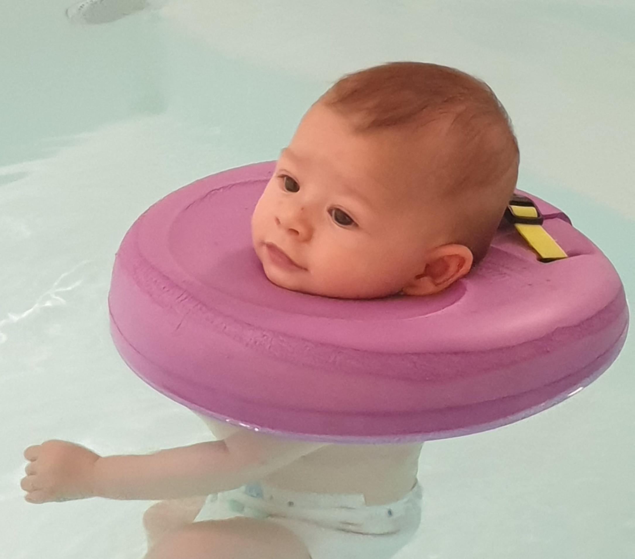 Hydrothérapie et massage bébé 2/8 mois