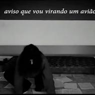 A GAROTA DE BELFAST ORDENA A TEUS PÉS ALFABETICAMENTE (2013)