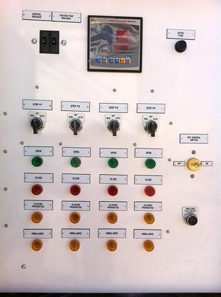 Four-Step Capacitor Bank Controller