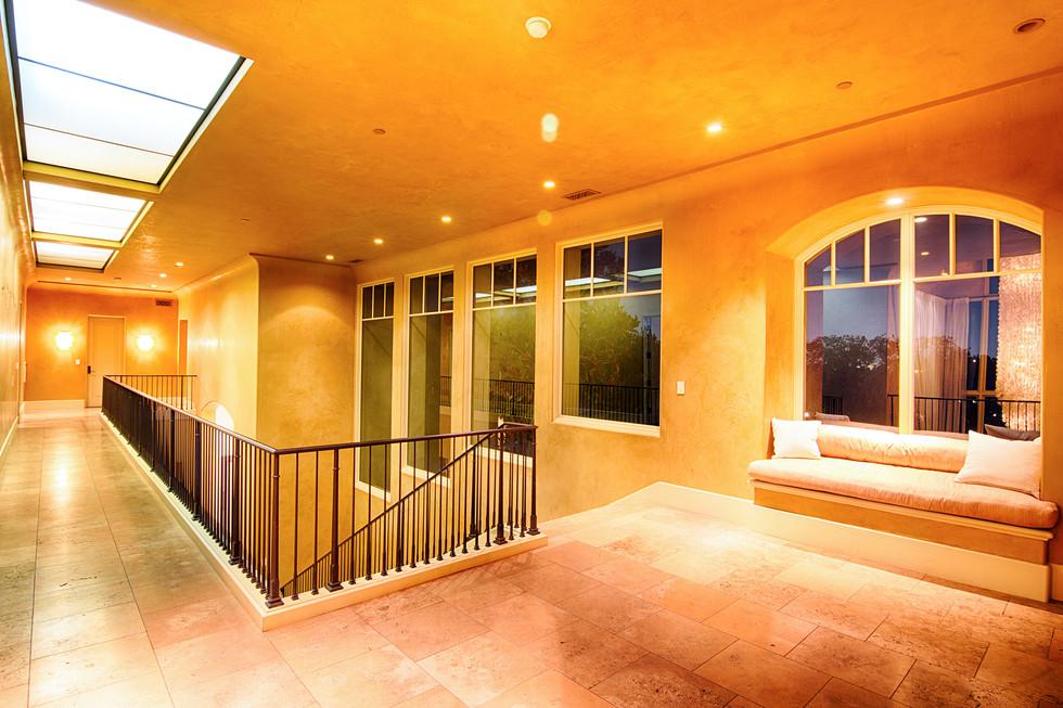 Indoor_Hallway01.jpg