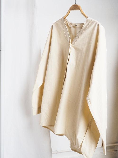 米黃色V領恤衫