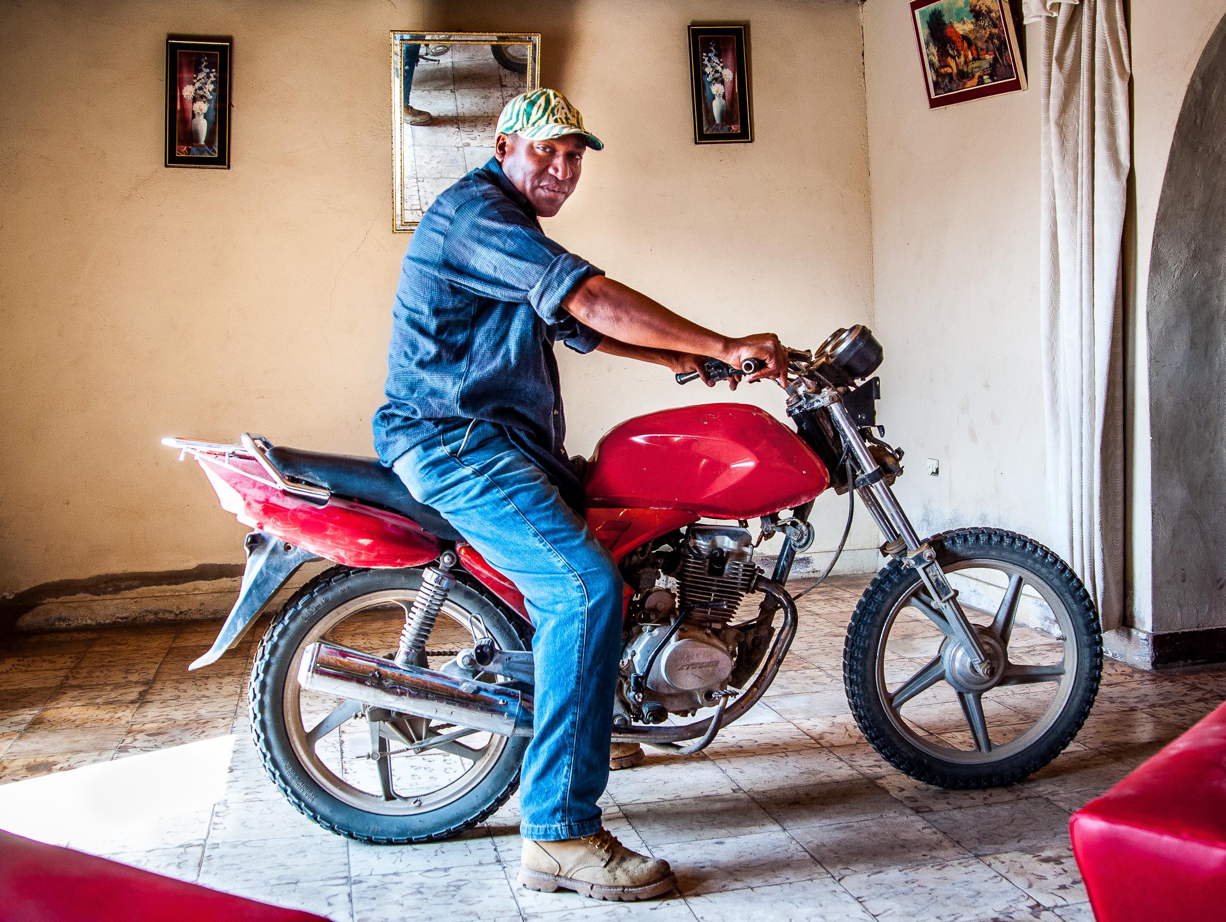 Colí en moto