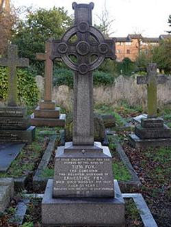Tom Foy_Cemetery_monument_25