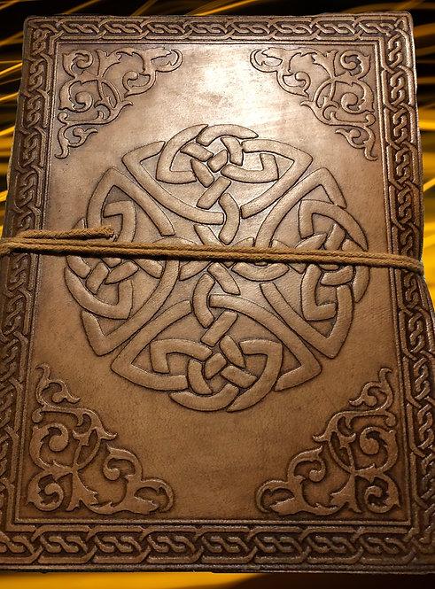 """Carnet de notes en cuir - livre de sorts -journal: motif celtique- 8""""/6"""""""