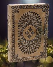livres magie, spiritualité, journaux en cuir, grimoires, oracles, tarots