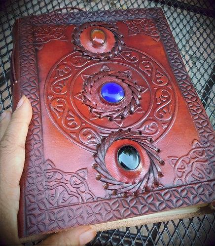 Cahier vierge, cuir- livre de sorts -journal: motif: 3 pierres semi-précieuses
