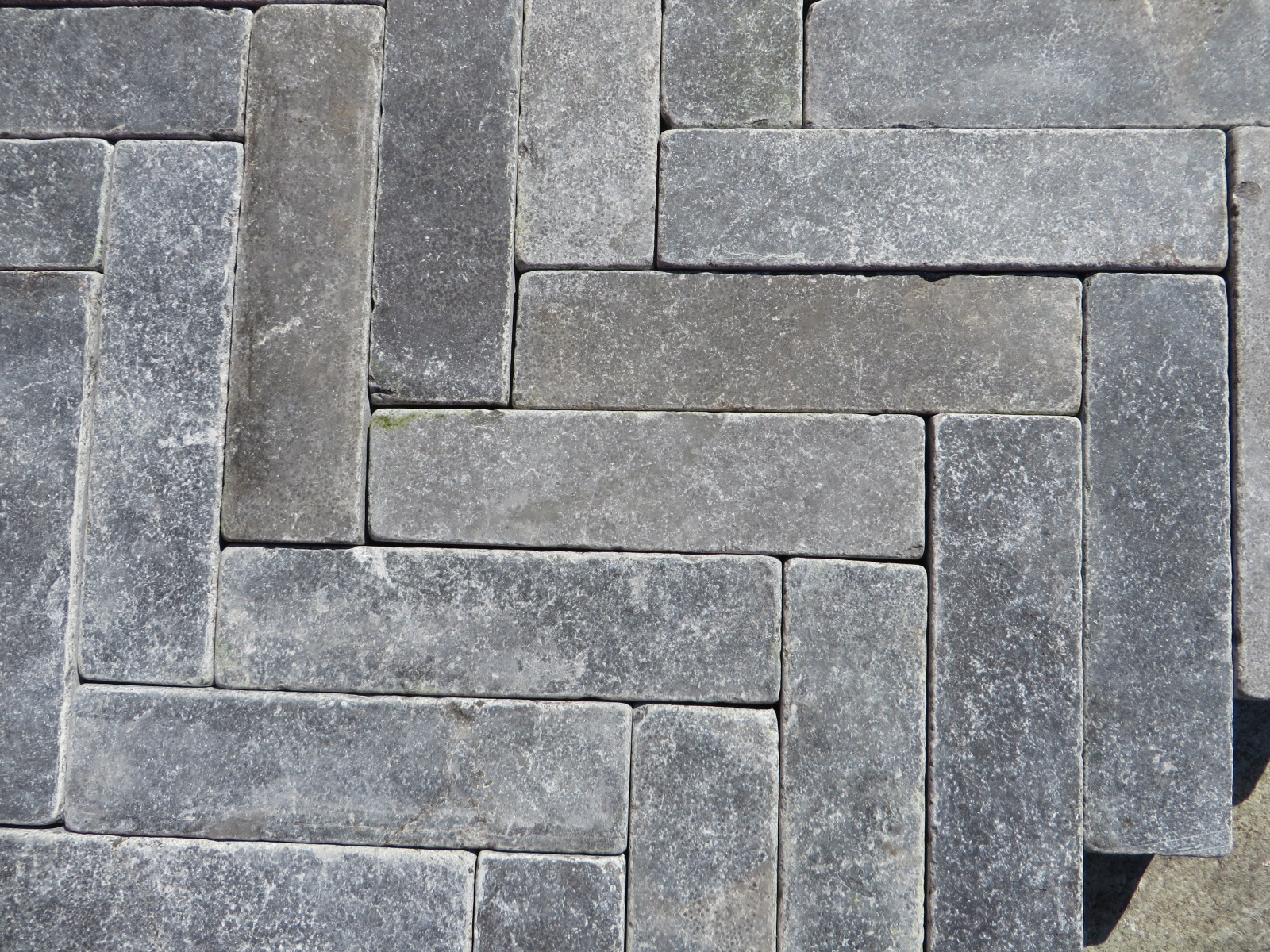 200x50mm Setts in wishbone format