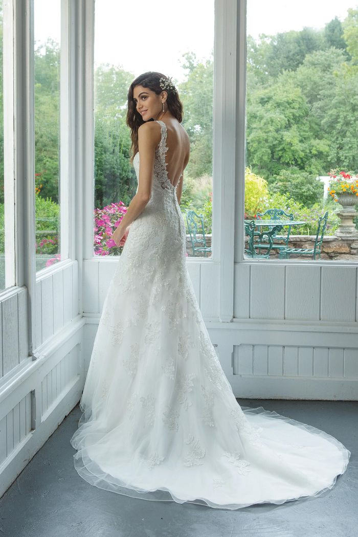 V-neckline with Beaded Lace