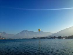 Heissluftballon über dem Tegernsee