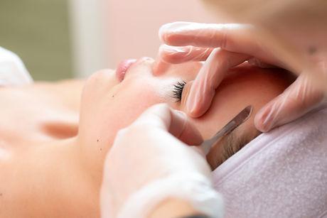Dermaplaning_Facial_dermablading_skin_se