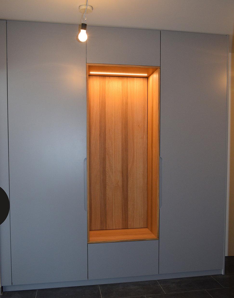 vienna_entrance wardrobe.jpg