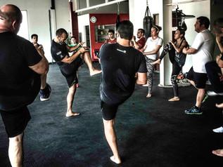 ¡Ponte en forma mediante las artes marciales!