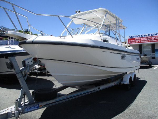 Boston Whaler 23 Conquest_03.jpg