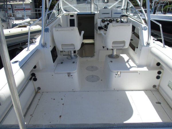 Boston Whaler 23 Conquest_06.jpg