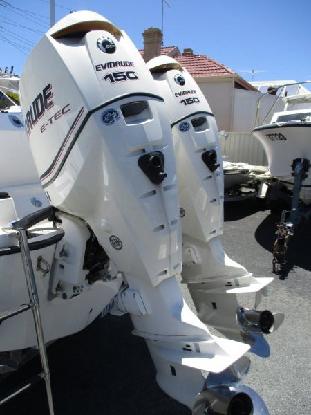Boston Whaler 23 Conquest_05.jpg