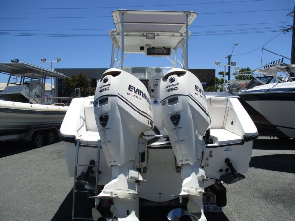 Boston Whaler 23 Conquest_02.jpg