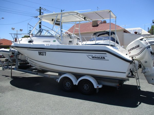 Boston Whaler 23 Conquest_01.jpg