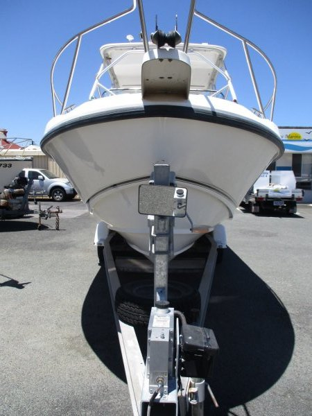 Boston Whaler 23 Conquest_04.jpg