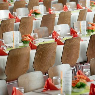 banquet-453799_1920.jpg