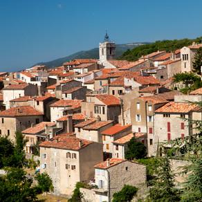 Réflexions sur l'activité touristique en général et sur Mons en Provence en particulier. ...