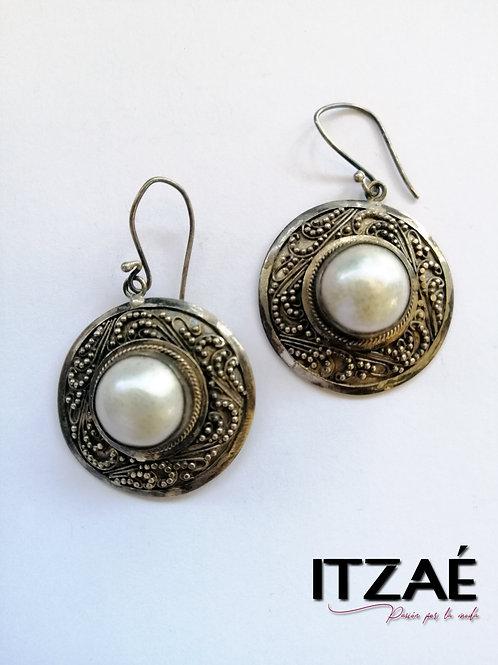 Arete de plata elaborado a mano con perla