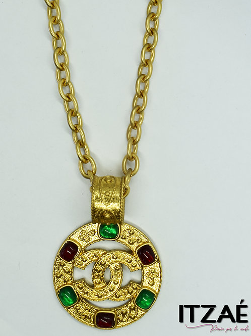 Collar medalla con piedras