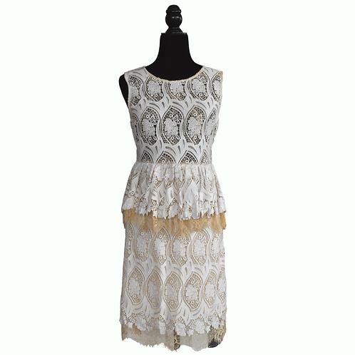 Vestido de encaje blanco con beige