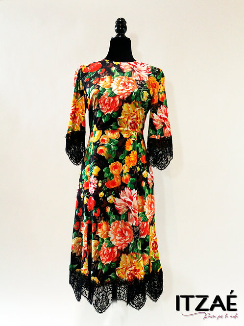 Vestido largo con flores y encaje