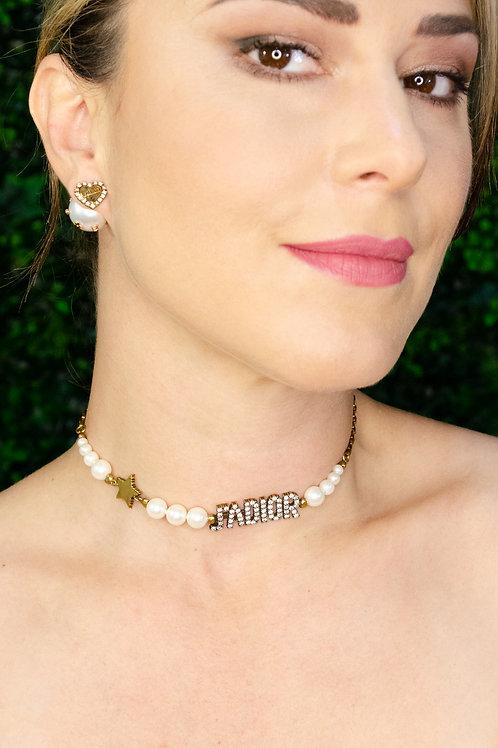 Gargantilla perlas y logo con cristales