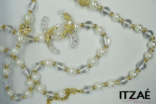 Collar largo de acrílico con perlas y cristales