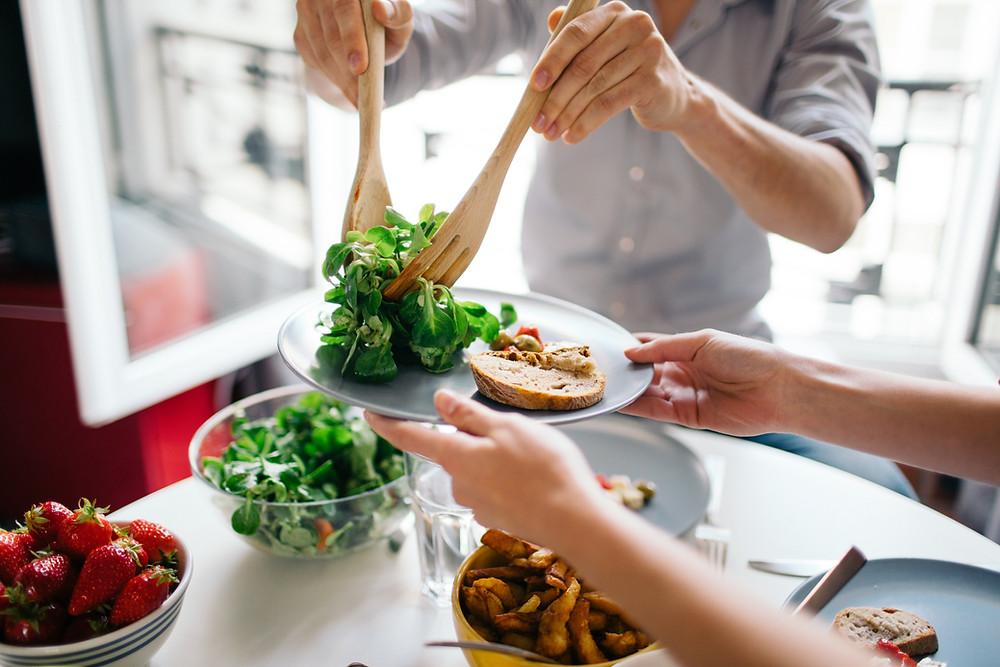 Las dietas y su desarrollo en los últimos 40 años, dieta saludable, historia de la comida, nutrición, salud, estilo de vida, alimentación saludable, bajar de peso, desayuno, ayuno, comida, carbohidratos, proteína, hábitos alimenticios, porciones, recetas, desarrollo, azúcar, agua, grasas, grasas saturadas, restringir, consumir, alimentarse, dieta keto, dieta paleo, dieta special k, dieta Atkins, historia, 40 años, dieta