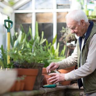 Stárnutí. Co dělat, když začneme ztrácet kontrolu nad močovým měchýřem nebo střevy?