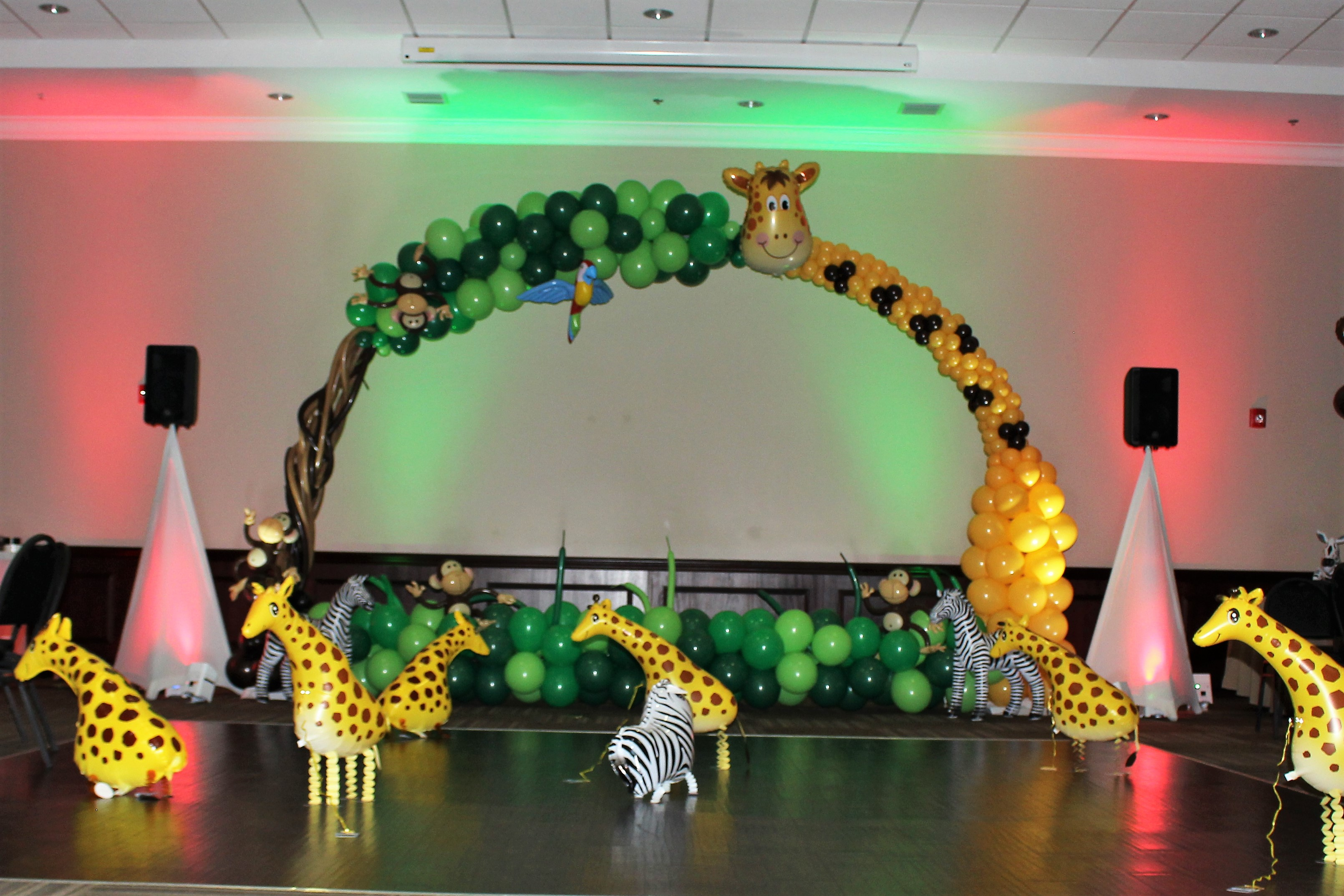Safari Balloon Decor-Giraffe Arch
