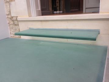 Floating glass steps