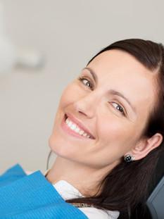 Como é realizado o clareamento de dentes?