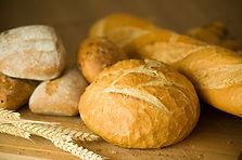 variedad de panes salados