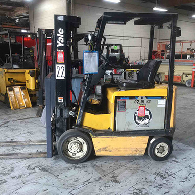 Used Yale forklift side