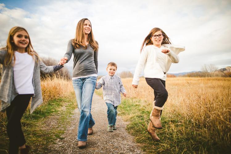 Casual Family Photos by Mallory Regan of 40 Watt Photo