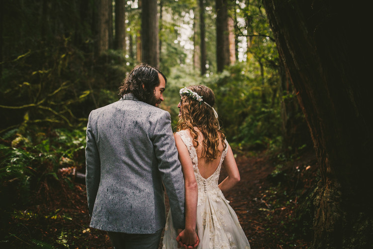 Rainy elopement in the Redwood National Forest