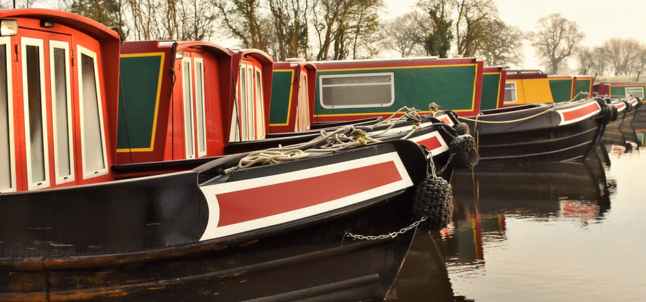 Canal Boats, Narrowboats, Canal Barges.j