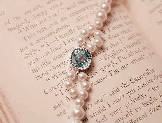 =Alice W 訂製款= 施華洛世奇方形小鑽蝴蝶結珍珠手鍊