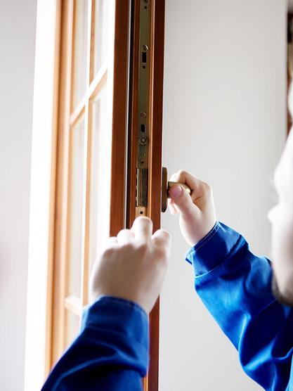 Wartung und Reparaturen von Fenstern und Türen