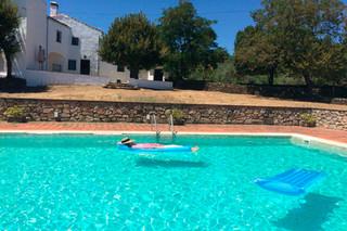 Relajo en la piscina