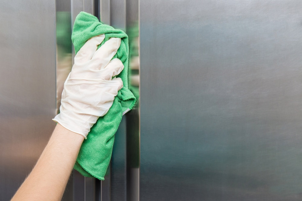 Cleaning fridge with cloth