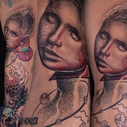 The top half was done the day before so she started to heal up already, but this entire piece took a