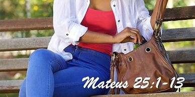 web3-woman-purse-search-bag-look-shutter